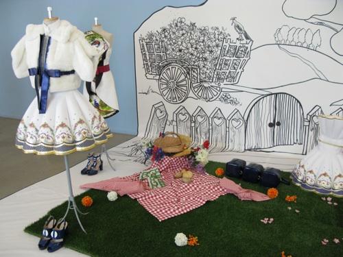 Karisia Paponi's porcelain teacup-inspired designs
