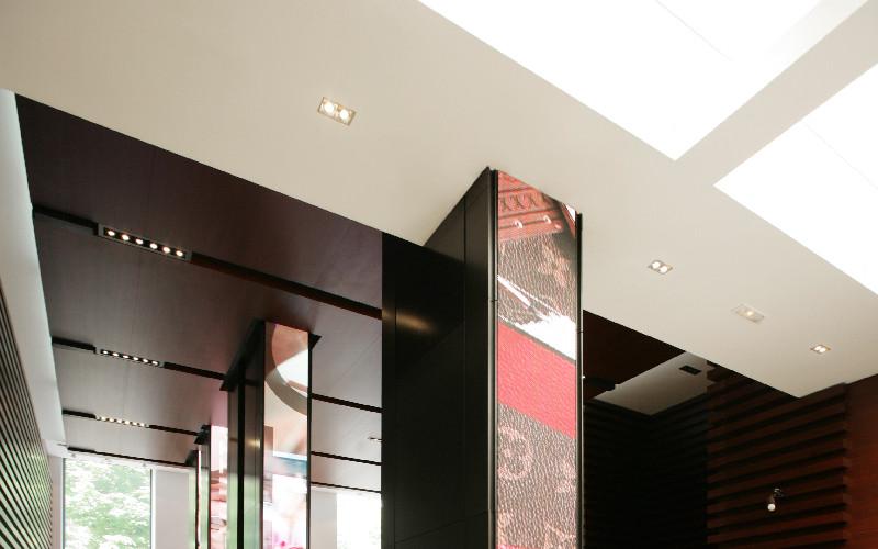 LVMH Moët Hennessy Louis Vuitton S.E. (LVMHF)